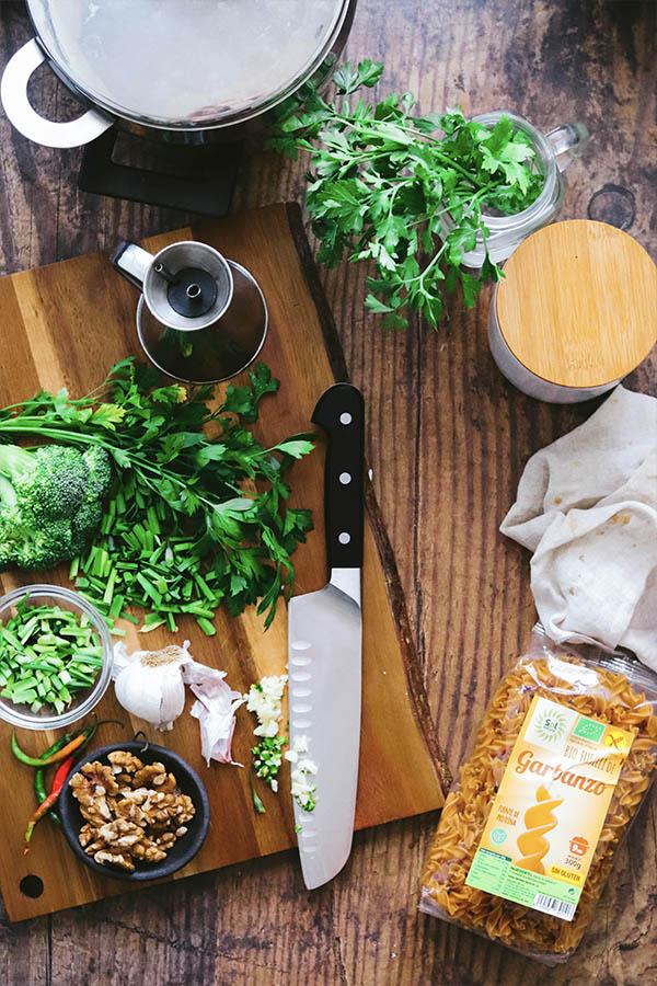 Pasta de Garbanzos con salsa verde